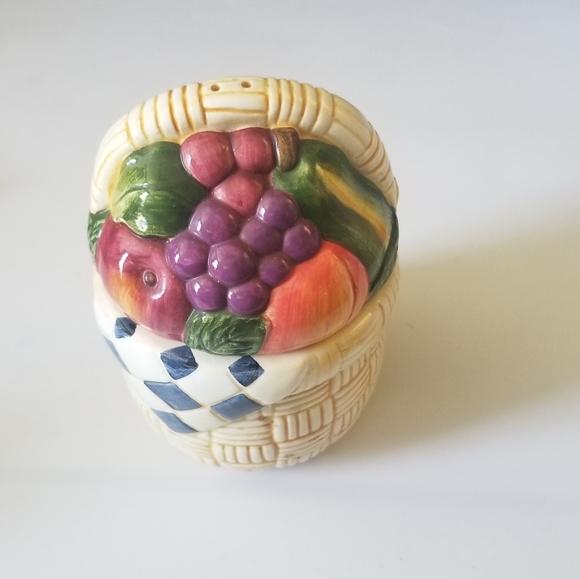 Other - 💚Fruit basket salt&pepper shakers